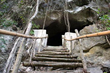 the-way-to-cat-ba-hospital-cave