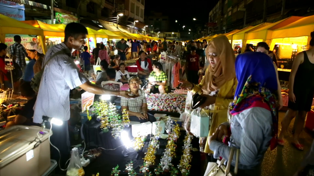 krabi-thailand-crowded-night-market-two-woman-wearing-hijabs-pay-money_hplft2mg8__F0000